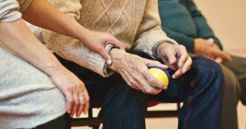 Personas mayores. Animador tiempo libre