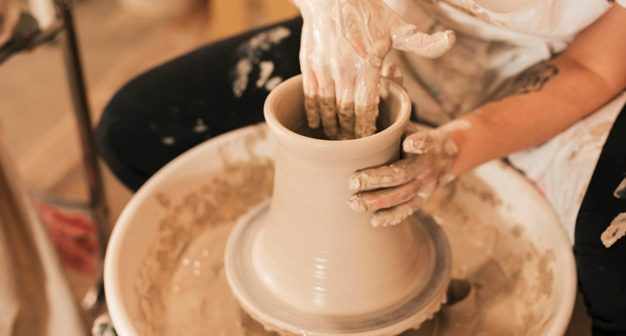 Haciendo un recipiente de cerámica