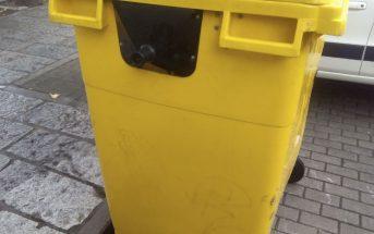Limpieza contenedores e iglús en varias calles