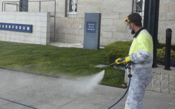 Limpieza y desinfección de accesos a Euroforum Infantes