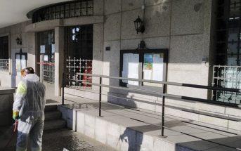 Limpieza y desinfección de aceras de acceso a zonas publicas y comerciales