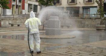 Limpieza y desinfección de la Plaza del Ayuntamiento