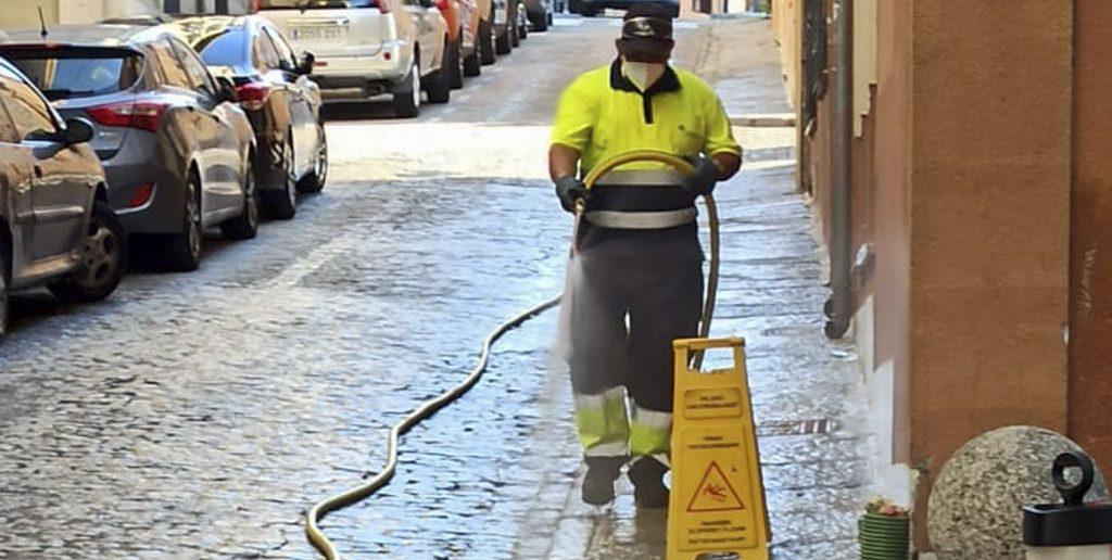 Limpieza y desinfección diversas calles finales de julio