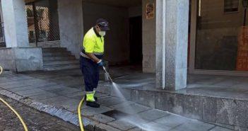 Limpieza y desinfección diversas calles Patriarca y Juan de Austria
